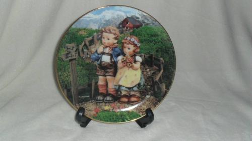 HUMMEL/Danbury LITTLE COMPANIONS 12 Color Children Characters Collectible Plates