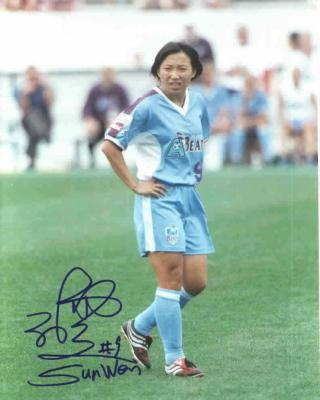 Sun Wen autographed 8x10 WUSA Atlanta Beat photo