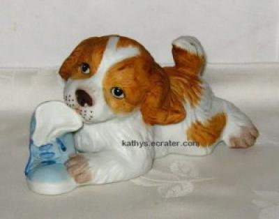 Homco 1405 Ceramic Spaniel Dog w/Blue Shoe Animal Figurine