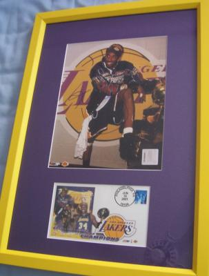 Kobe Bryant autographed Los Angeles Lakers 2001 NBA Champs 8x10 photo framed with cachet