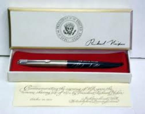 Memorabilia; This pen was used by President Richard M. Nixon October 20, 1972