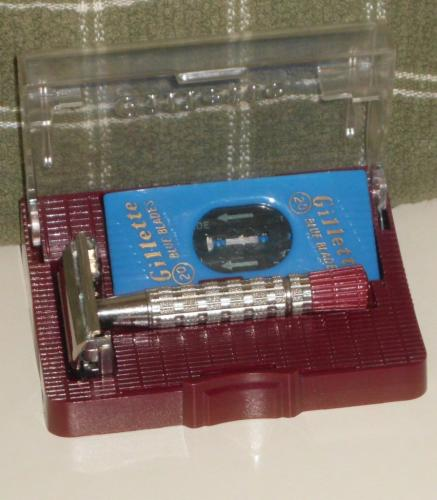 1956 Gillette Red Tip Razor w Case and Blades