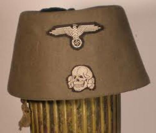 MILITARIA COLLECTION; Head Gear