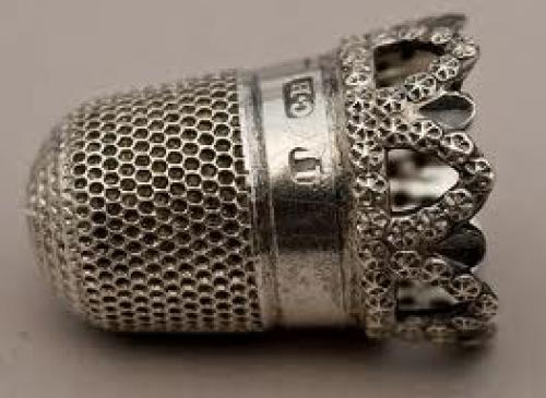 Antiques; 1905 pretty antique silver thimble.