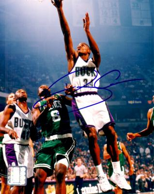 Ray Allen autographed 8x10 Milwaukee Bucks photo