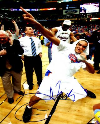 Joakim Noah autographed 8x10 Florida 2007 National Championship photo