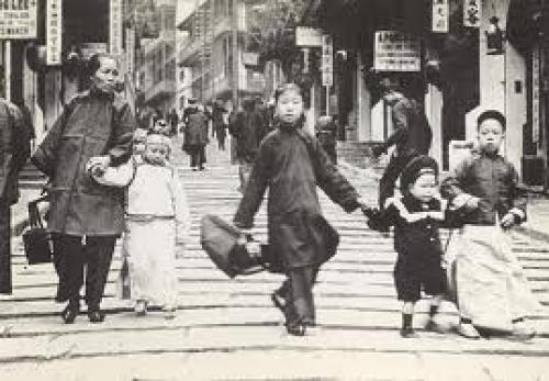 Postcards, old Hong Kong 1977. Children in Pottinger Street, New Year 1900