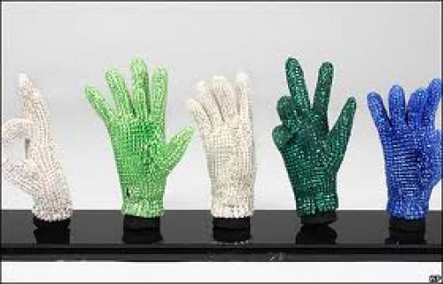 Memorabilia; Michael Jackson&#039;s signature crstyal glove