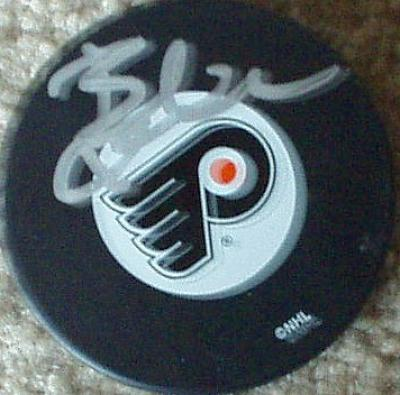 Bobby Clarke autographed Philadelphia Flyers puck