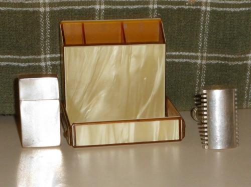 1921 Milady Decolletee natural pearl tints case RICHARDS RAZORS;  MAKE ME AN OFFER I CAN'T REFUSE!