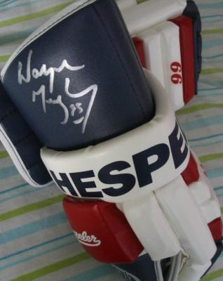 Wayne Gretzky autographed New York Rangers game model Hespeler glove