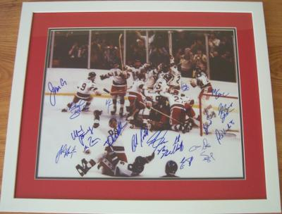 1980 Miracle on Ice USA Olympic Hockey Team autographed 16x20 poster size photo framed