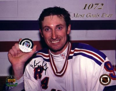 Wayne Gretzky autographed New York Rangers 8x10 Goal 1072 photo