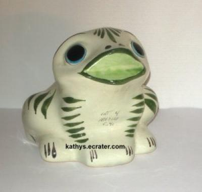 Hand Painted Frog (Cat Mexico) C41 Pottery Folk Figurine