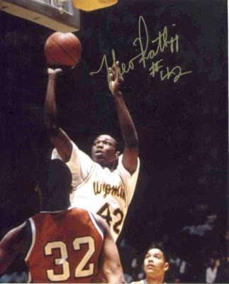 Theo Ratliff autographed Wyoming 8x10 photo
