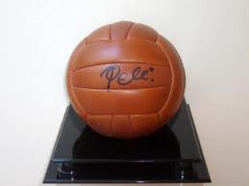 Memorabilia; Football; Pele The great signed vintage football