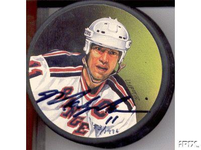 Mark Messier autographed New York Rangers photo puck (Steiner)