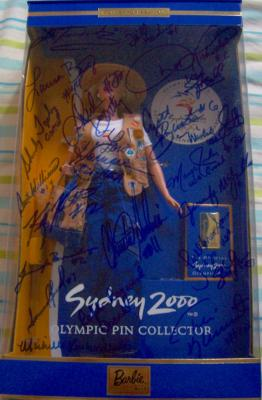 2000 USA Olympic Softball Gold Medal Team autographed Barbie (Lisa Fernandez Dot Richardson)
