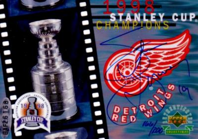 Steve Yzerman autographed Detroit Red Wings 1998 Stanley Cup Champions card ltd. edit. 200 (UDA)