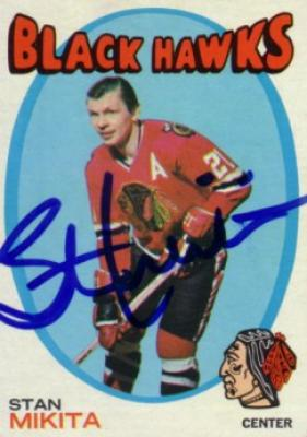 Stan Mikita autographed Chicago Blackhawks 1971-72 Topps card