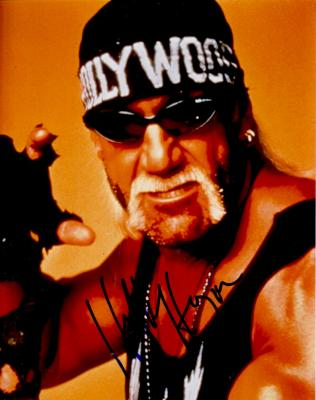Hulk Hogan autographed 8x10 wrestling photo