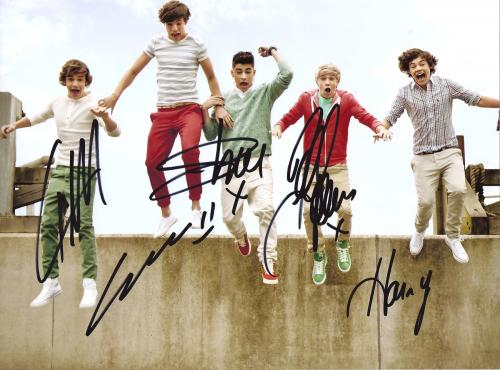 ONE DIRECTION BAND 8X10 AUTOGRAPHED PICTURE SUPER LOOKING FREE SHIPPING